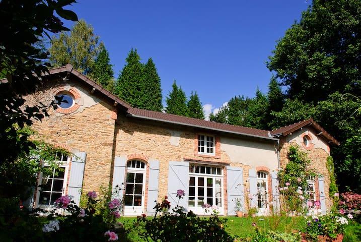 Les Rosiers - idyllic cottage - Saint-Martin-Terressus - Casa