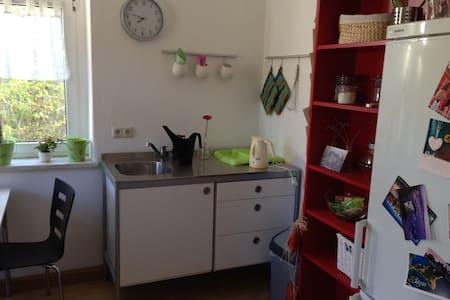 hübsche voll möbilierte Wohnung - Zeulenroda-Triebes - Appartamento