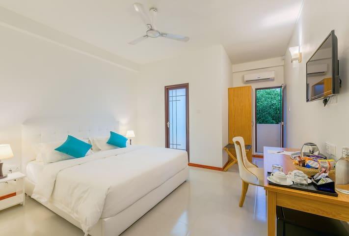 Zeeo -Local Island Guesthouse stay-Dhiggurah