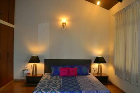 Hardik Holiday Homes, 4 bhk Parra Villa - Penha de França - 別荘