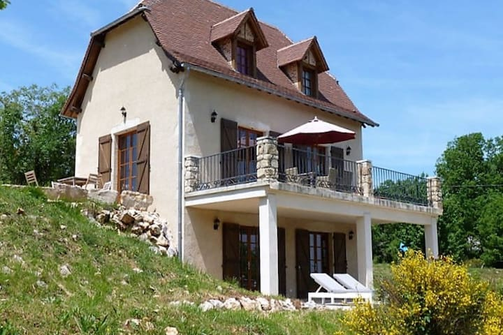Luxurious Villa in Cajarc with Garden