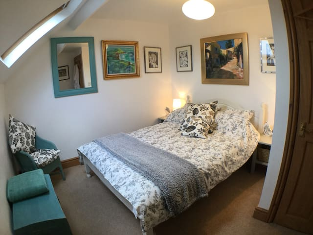 Cosy Ensuite Double Room in Wistanstow Village