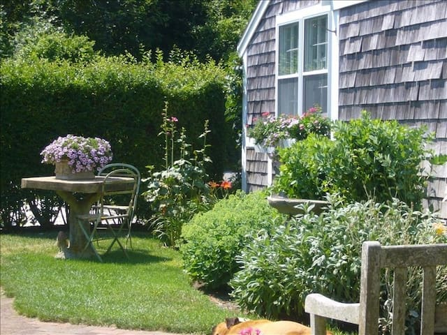 Sea Ray Cottage on Nantucket