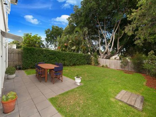 Simple family home with park access - Gordon Park