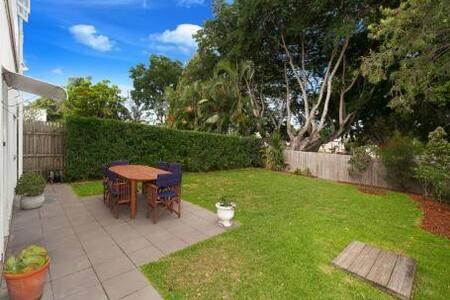 Simple family home with park access - Gordon Park