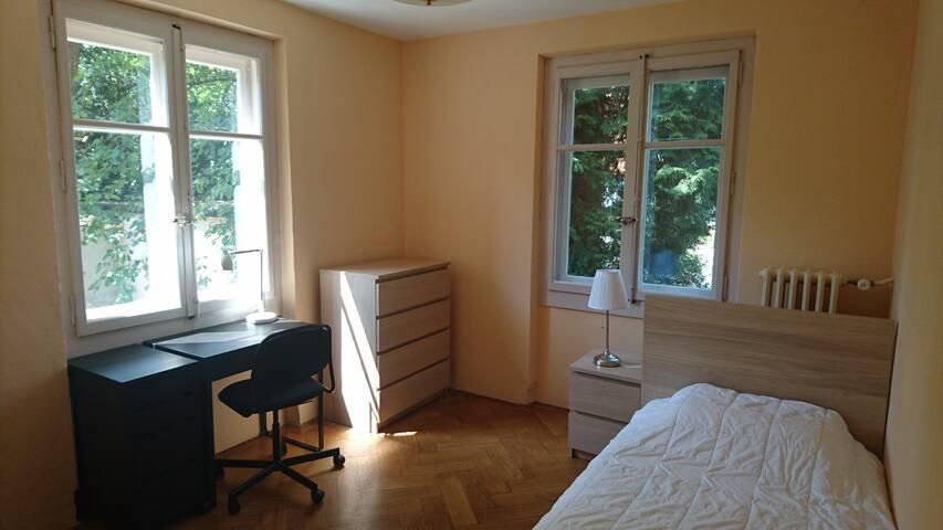 Belle chambre dans un appartement près du centre