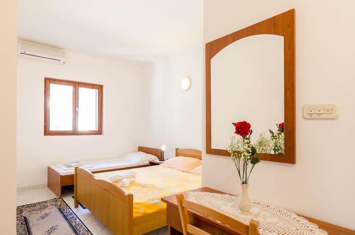 Cosy room in Sobra, Mljet!!! :) - Sobra - Casa