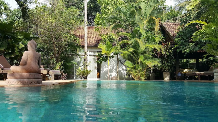 Private bungalow with pool in villa