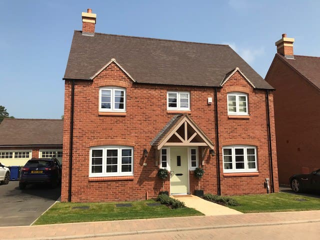 Silverstone - 4 Bed Accommodation near circuit