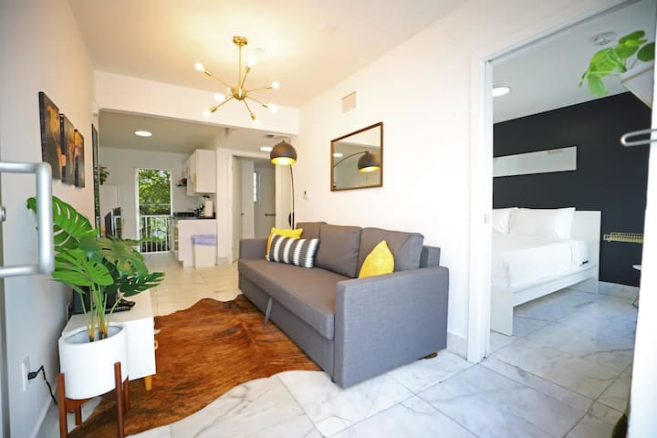 Secluded South Beach Cozy Comfy 2 BDRM Parking on Premise | 2 Bedroom Apt