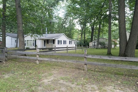 Sunnyview Cottage - Houghton Lake