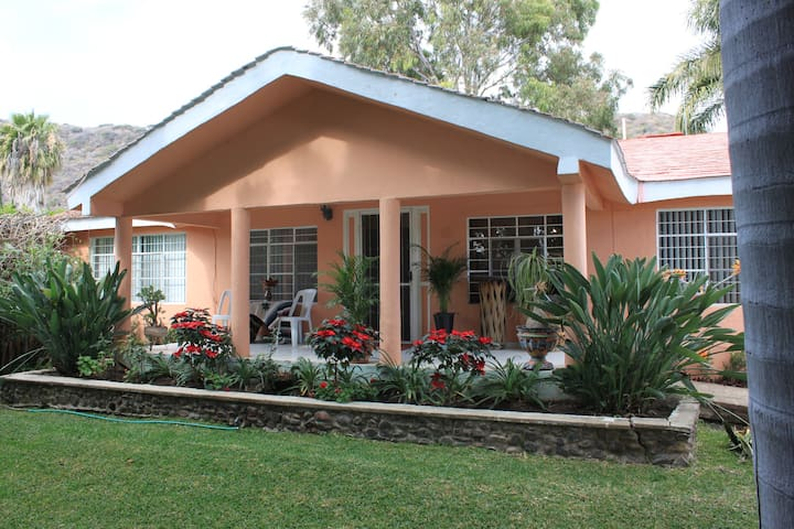 Five palms in front and back gardens of 3BR house - Chapala