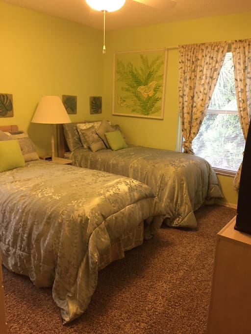 Front guest bedroom= 2 twin beds, ample closet& dresser drawer space, TV, ceiling fan & is next door to a full bathroom.
