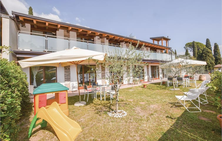 Holiday apartment with 1 bedroom on 60m² in Gardone Riviera