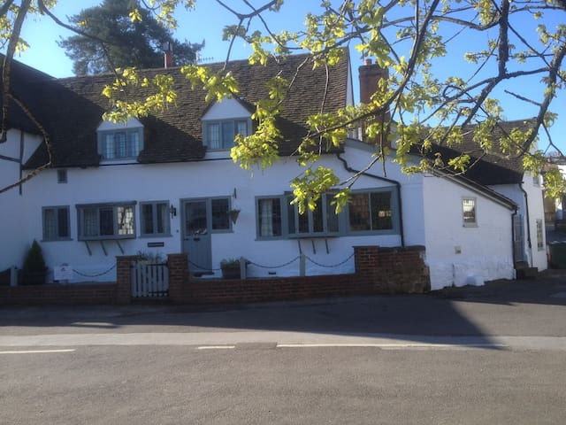 Vaughans - Self contained apartment - centre Shere - Shere - Flat