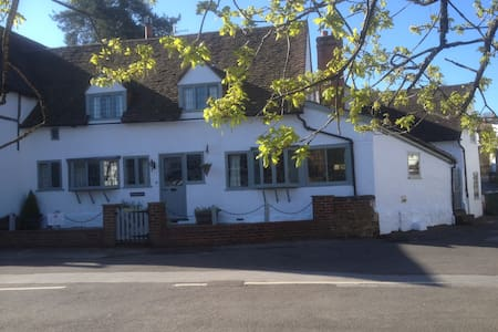 Vaughans - Self contained apartment - centre Shere - Shere - Apartemen