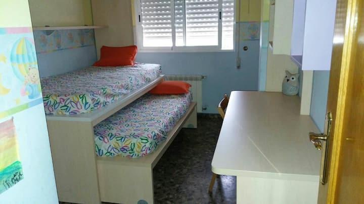 1 Habitación doble alegre y cómoda