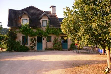 Belle maison de caracter - Coly - บ้าน