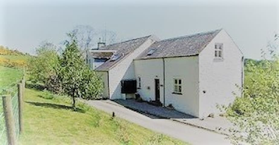 Farmhouse cottage with stunning views to Loch Ken