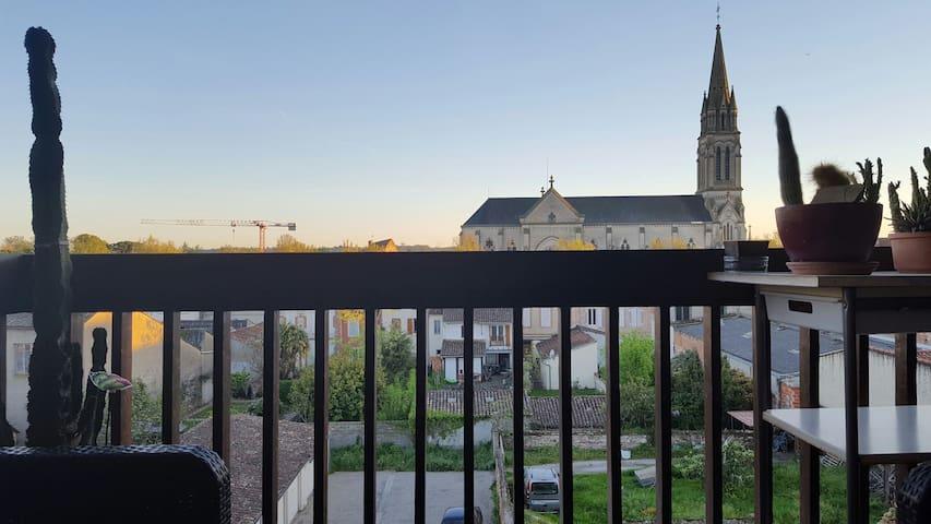 Point de vue sur l'église.
