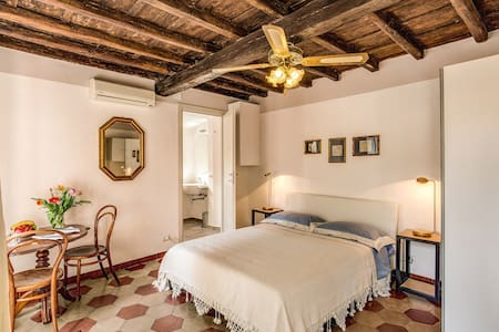 Romantic Pantheon - Bed & Breakfast