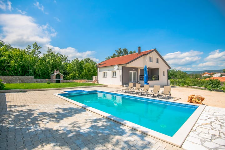 Holiday House with pool Jelena - Grubine