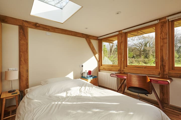 Oak framed guesthouse with wetroom in pretty Kent