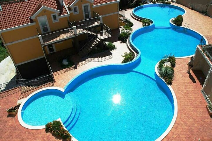 Luxury apartment with luxury pool! - Orahovac - Apartment