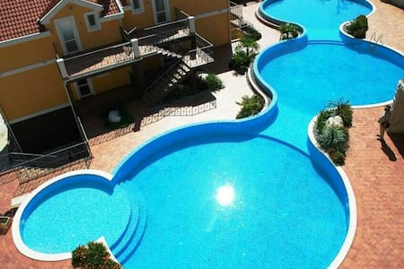 Luxury apartment with luxury pool!! - Orahovac