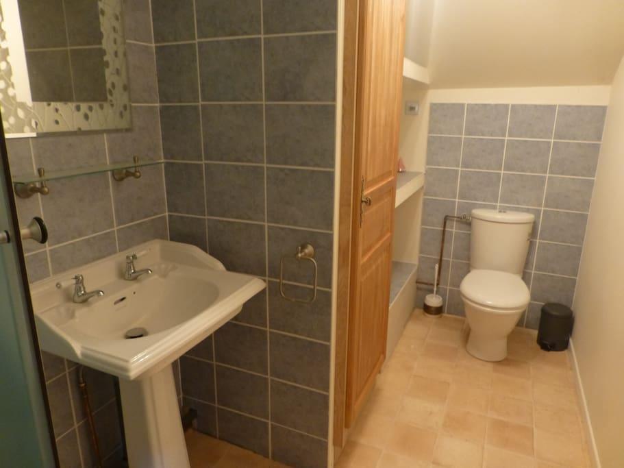 La salle de bain du haut