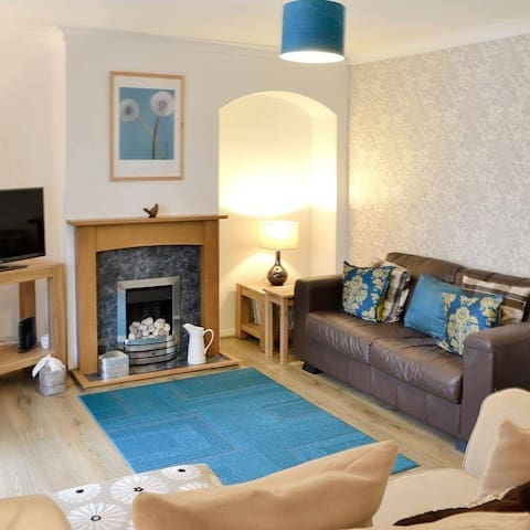 Rowan Cottage 2 bed house nr centre, zoo, airport
