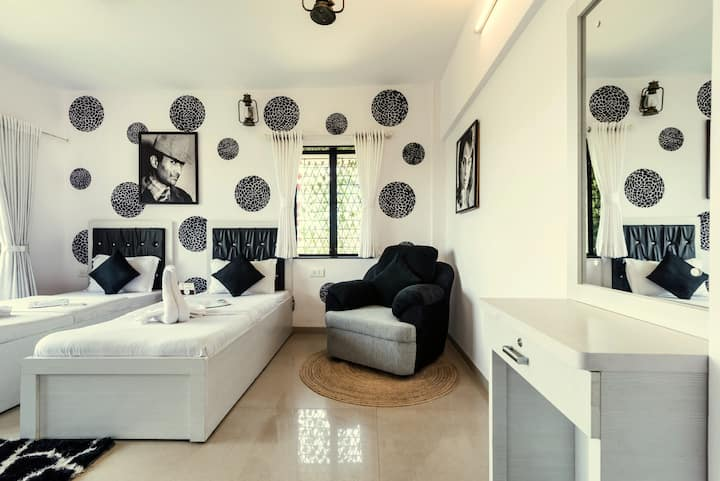 Old Bollywood Drive - 3 Bedrooms apartment