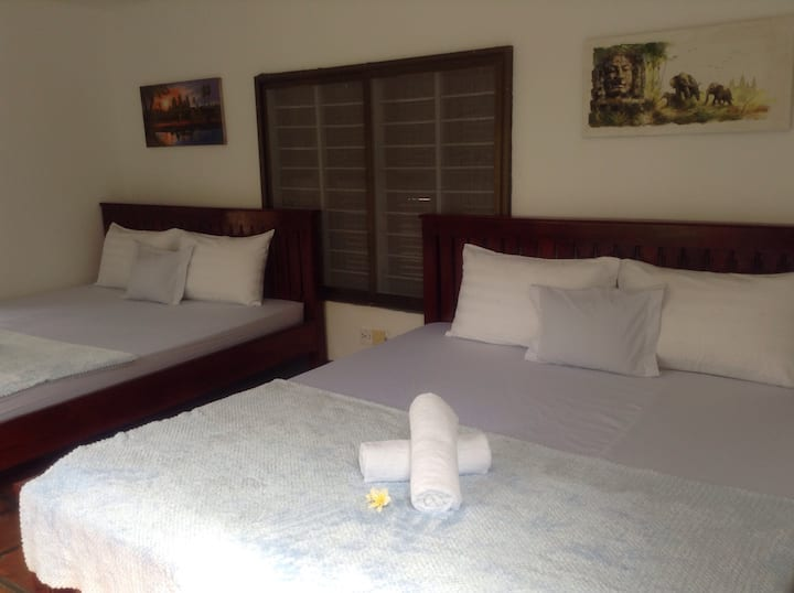 Entire bungalow/ 2 double beds/ breakfast+pick up.