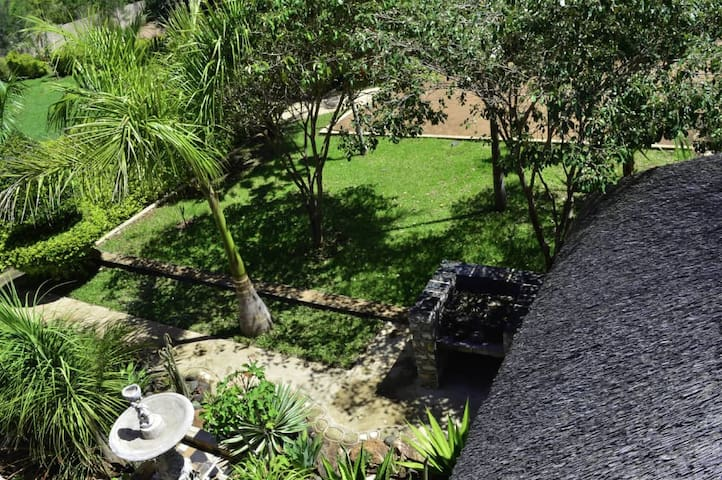Palm & Rose Garden, Golden Acres