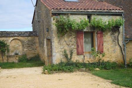 Gîte de charme en Périgord noir, avec piscine - Saint-Cybranet - Nature lodge