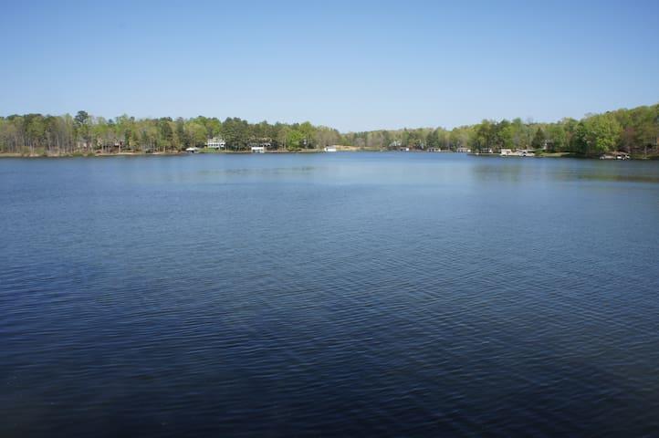 Lakeside Retreat (on Deep Water)