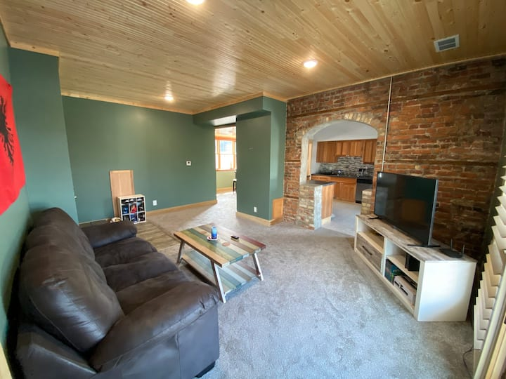 Furnished private room downtown Manistee.