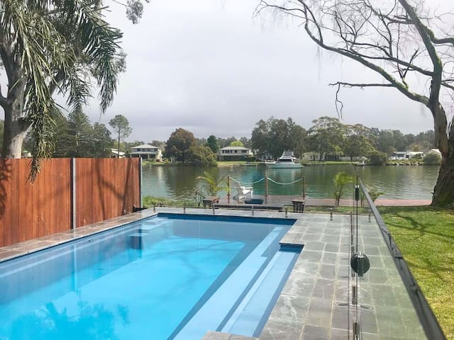 Sunset Lodge - Waterlovers Retreat with Pool!