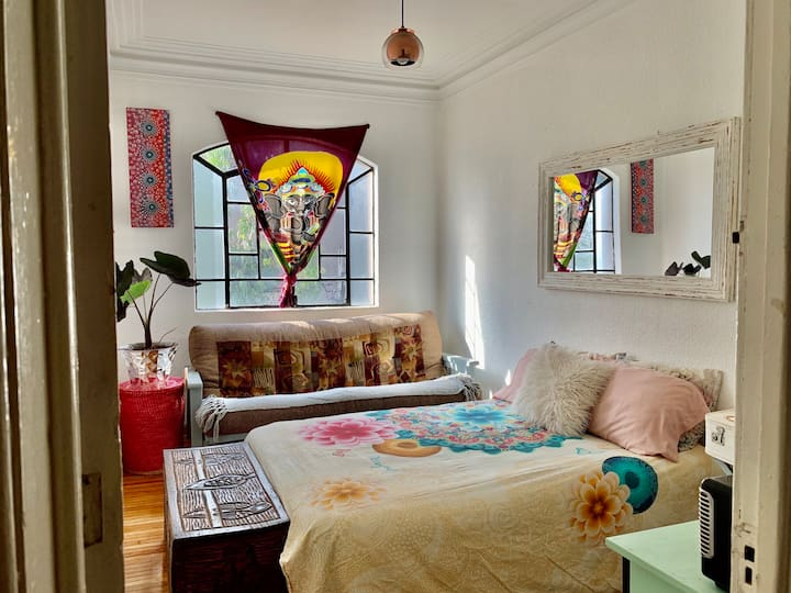 Lovely cosy & spacious room in heart of Condesa