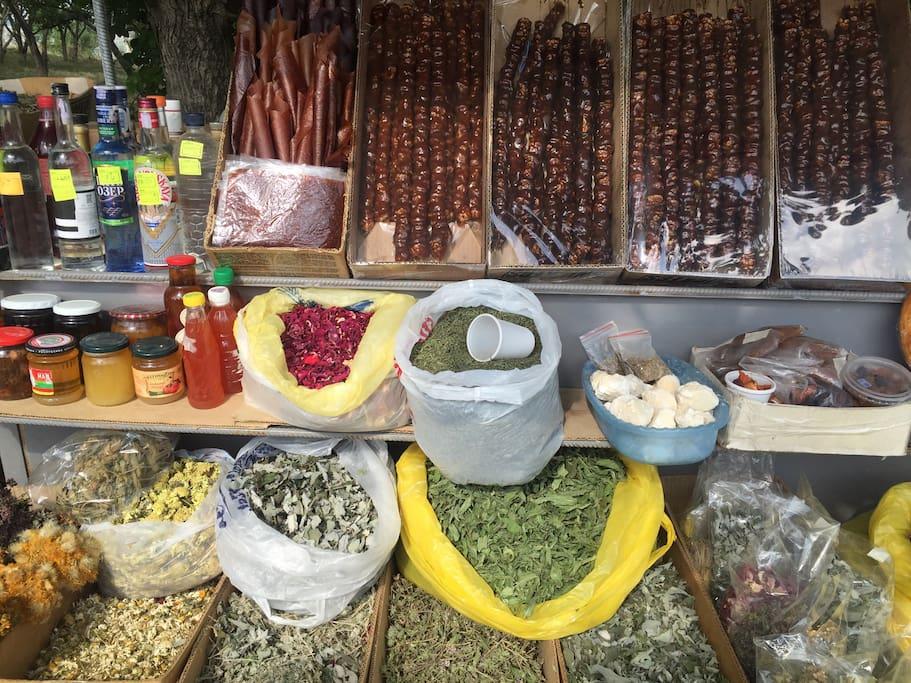 Local delights-herbal tee, wild honey, home made sweets and alcohols.  Свежие продукты от местных жителей. Возьмите с собой ароматный чай, или чего покрепче, мёд и сладости, что бы вернувшись домой, вспоминать счастливые армянские каникулы