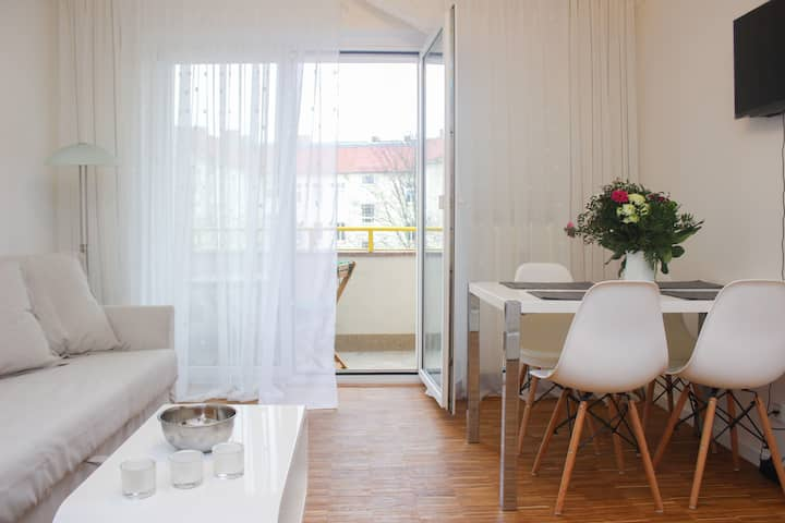Stylish 2rooms app. close to river, Friedrichshain