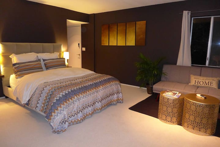 Stylish and Modern Guest House with Amazing Views! - Los Angeles - House