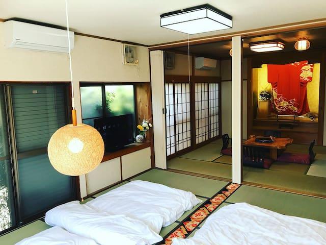 有到成田机场的公交车300日币就能到机场 / 3室2厨一厅2卫生间 / 纯日式经典民宿免费停车位5台