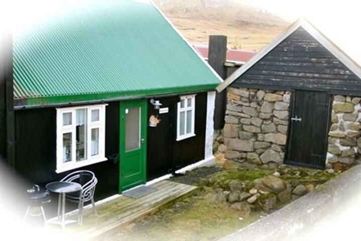 Gjógv, Heimaralon, authentic & cozy Faroese house