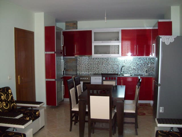 2 bedroom apartment 100m from beach