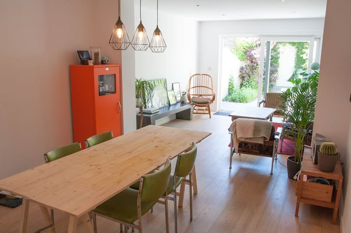 Spacious house with sunny garden in Ghent