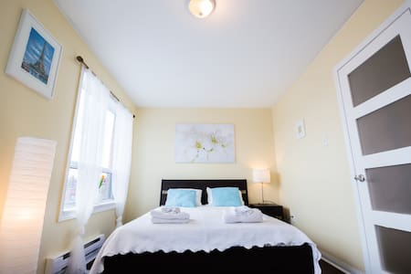 Grand bedroom midtown 5 mins walk to subway - Toronto