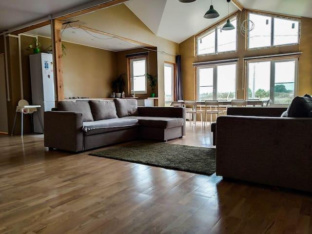 Комфортный и просторный дом с баней