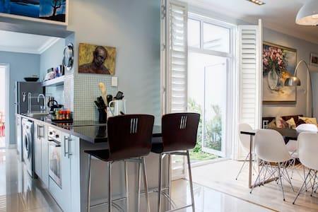 zwischenmiete kapstadt wohnen auf zeit airbnb kapstadt. Black Bedroom Furniture Sets. Home Design Ideas
