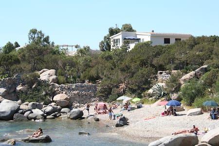 Villa panoramica a 30 mt dal mare! - maracalagonis